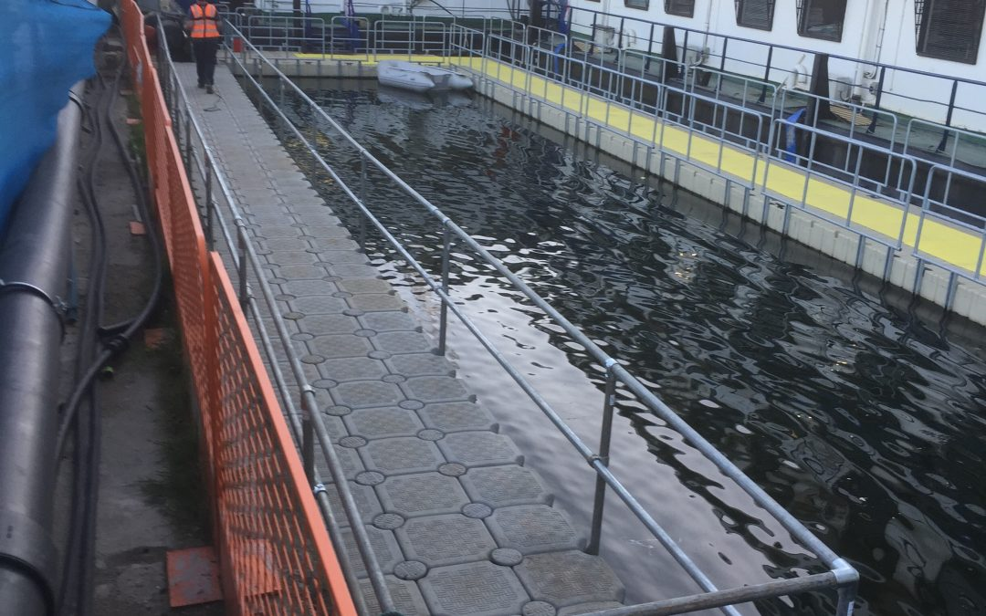 Canary Wharf's latest skyscraper requires pontoon in a hurry!!!!