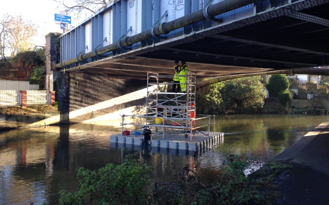 Floating pontoon for bridge inspections