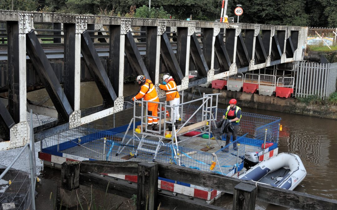 Pontoons and Boats for Bridge Inspections